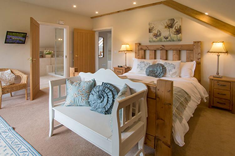 Old Oak Cottages - Image 1 - UK Tourism Online