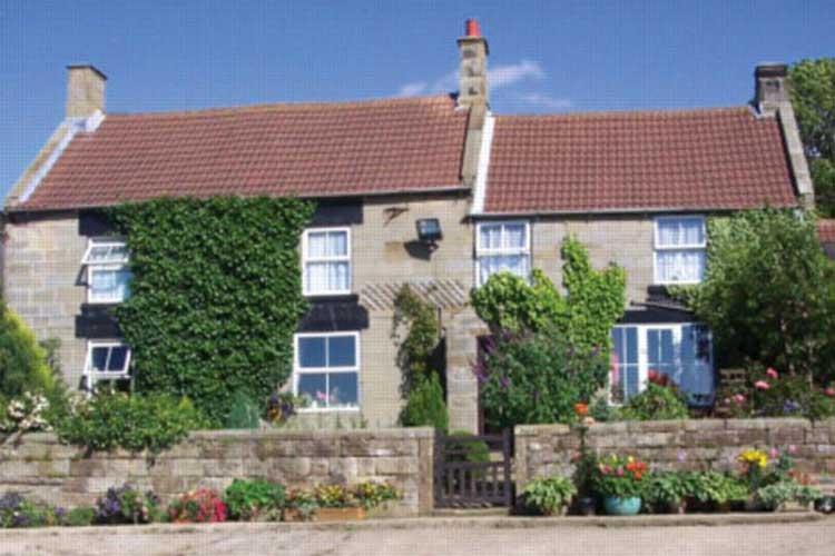 Rowantree Farm - Image 1 - UK Tourism Online