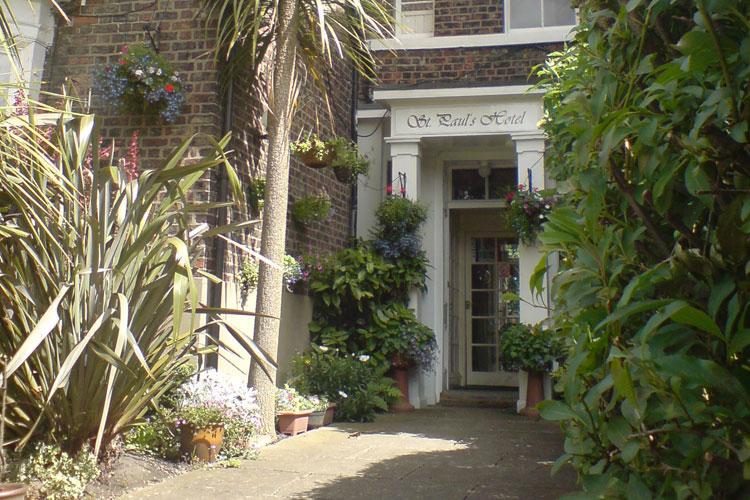 St. Paul's Lodge - Image 1 - UK Tourism Online